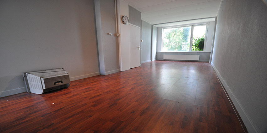 Two room apartment for rent on the Strevelsweg in Rotterdam South.