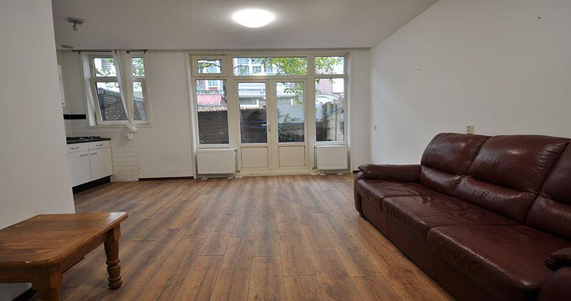 Leuk twee kamer woning te huur aan de Van Malsenstraat te Rotterdam Zuid.